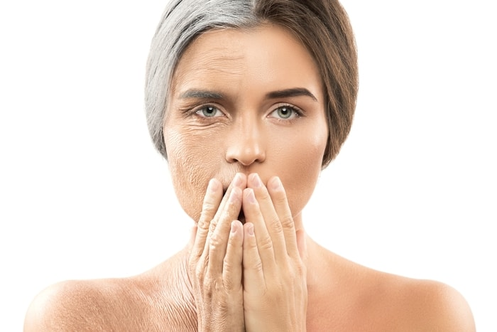 Alterungsprozess einer Frau, einerseits grau und alternd, auf der anderen Seite jung und straff.