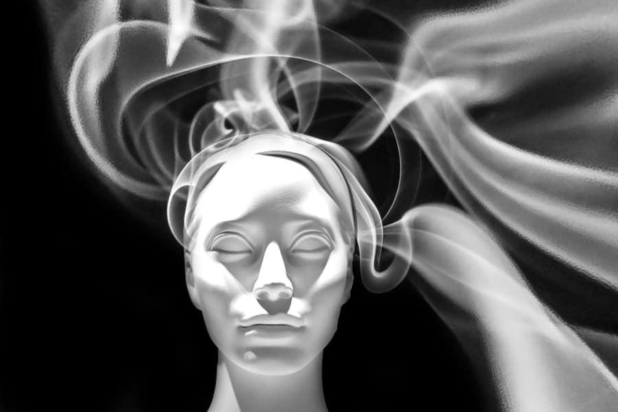Rauchen wirkt schädlich auf das Gehirn.